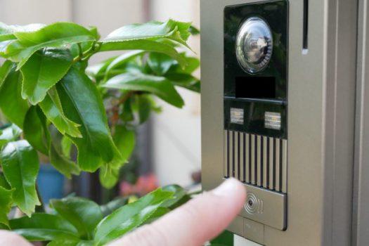 インターホンを無視する居留守が急増!防犯対策として有効な手段?