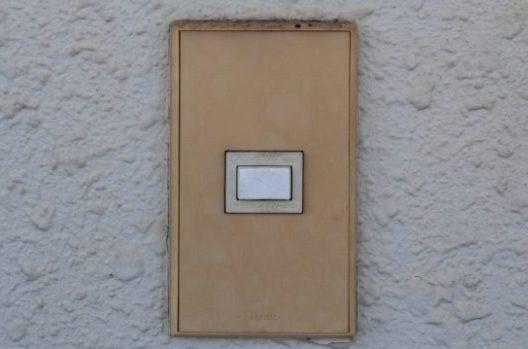 玄関チャイムが鳴らない!原因と対処法は?