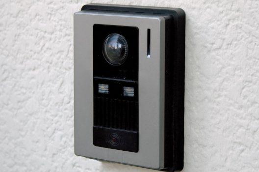 インターホンにカメラを後付けしたい!機能・設置法・費用を解説